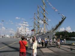 Tall Ships' Racen isompia aluksi Turun Aurajoessa. Kuva: Samuli Kinnari.