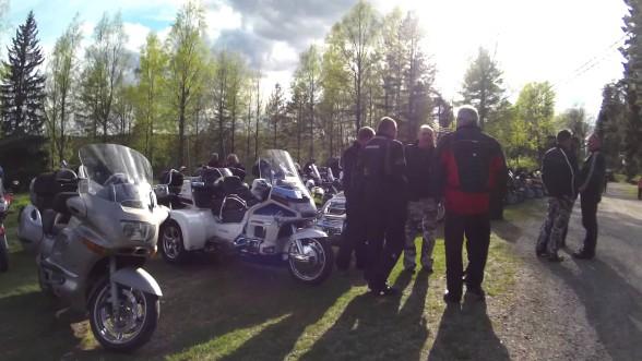 Motoristikirkko kokosi Mouhijärvelle yli 180 pyörää