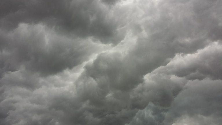 Synkkiä pilviä, myrsky