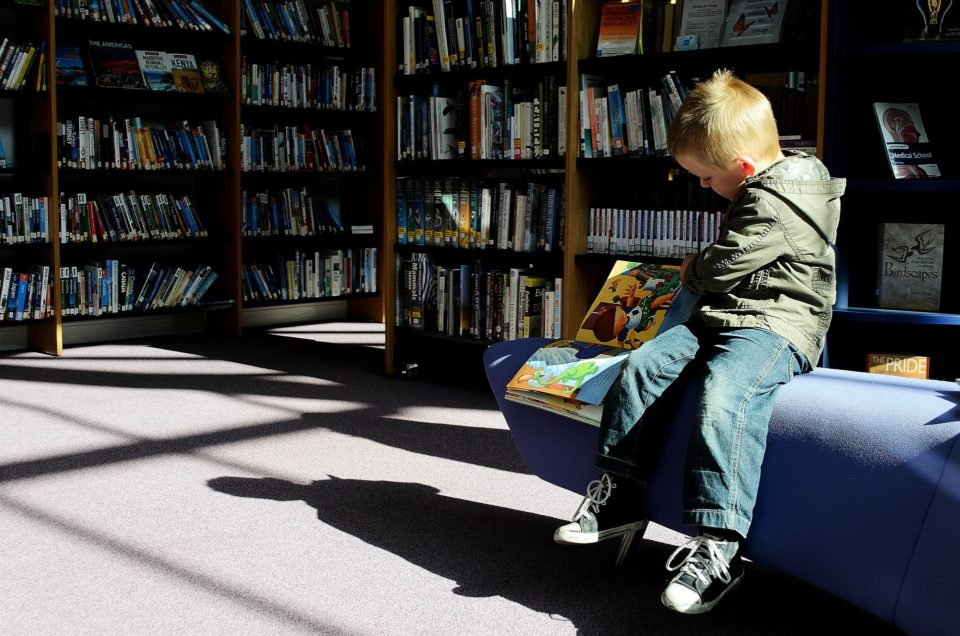 Kirja, lapsi, lukeminen