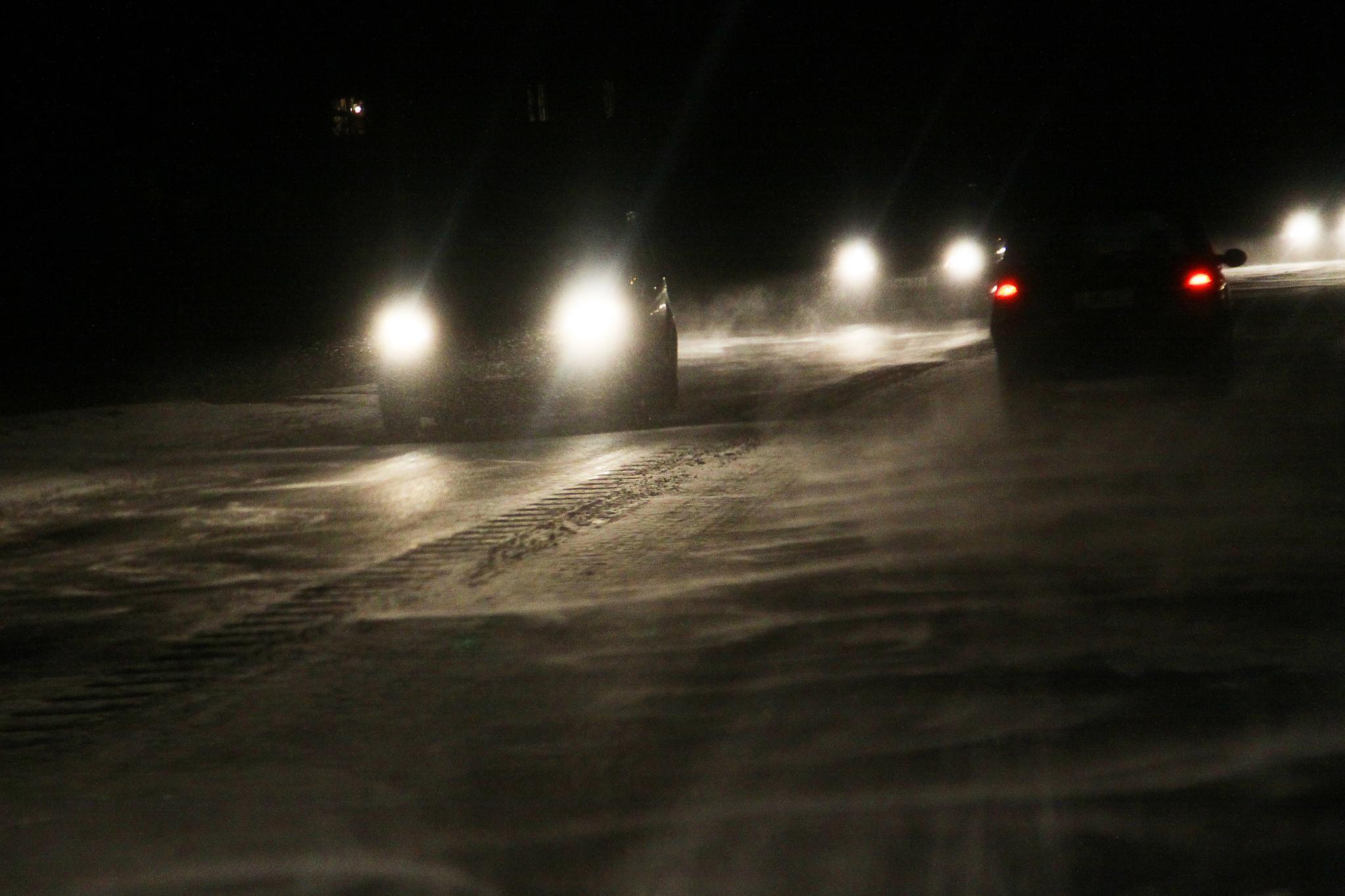 Liikenne, talvi, pimeä