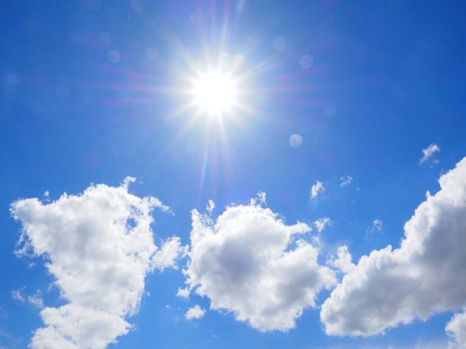 Aurinko, pilvet