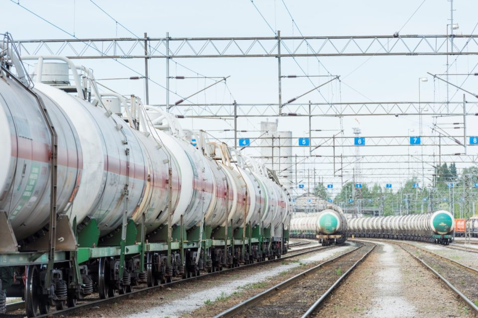 Tavarajuna, juna, asema, säiliövaunut