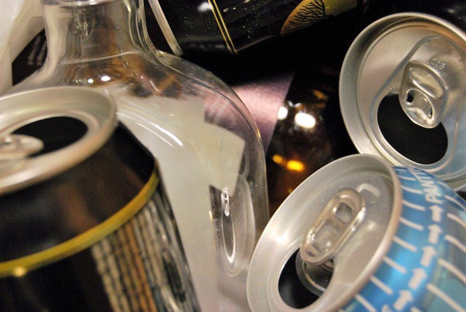 Alkoholi, tölkki, pullo, viina, olut